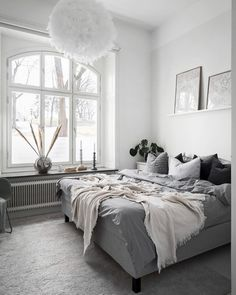 If you are looking for some Scandinavian inspiration, here are some Scandinavian style bedroom ideas that can work well in your tiny bedroom. Minimalism Interior, Home Decor Bedroom, Modern Scandinavian Bedroom, Small Home Offices, Tiny Bedroom, Home Decor, Room Decor, Scandinavian Style Bedroom, Cosy Bedroom Decor