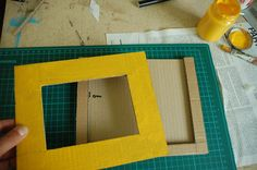 Cornice fai da te con il cartone riciclato, il tutorial   Tutorial 12   FOTO Cardboard Picture Frames, Diy And Crafts, Paper Crafts, Origami, Gallery Wall, Scrapbooking, Pink, Pictures, Gifts