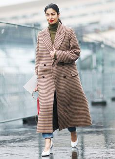 Paris Fashion Week's street style scene this March 2017 is full of crazy looks, but we've tracked down the ones you can genuinely copy and paste…