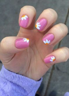 33 Stunning Daisy Flower Nail Art Trend For Summer - . - 33 Stunning Daisy Flower Nail Art Trend For Summer # Breathtaking - Diy Nails, Cute Nails, Pretty Nails, Nails Yellow, Black Nails, Nail Polish, Pink Polish, Nail Nail, Nagellack Trends