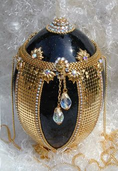Faberge luxury handbags - Beauty will save Fabrege Eggs, Faberge Jewelry, Carved Eggs, Egg Designs, Egg Crafts, Beaded Clutch, Egg Art, Egg Decorating, Crown Jewels