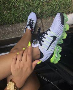 Cute Sneakers, Sneakers Nike, Nike Shoe, Jordan Sneakers, Nike Vapormax Flyknit, Baskets, Christmas Shoes, Tennis Shoes Outfit, Aesthetic Shoes