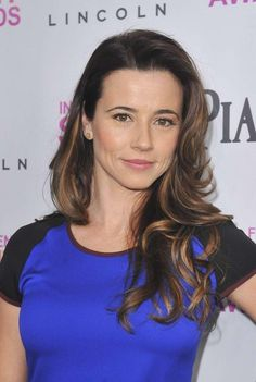 Linda Edna Cardellini (born June is an American actress. Linda portrayed the role of Abby Day on Fox's New Girl. Beautiful Celebrities, Beautiful Actresses, Beautiful Women, Velma Dinkley, Portraits, Belleza Natural, New Girl, American Actress, Bella