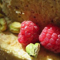 Raspberry & Pistachios #ButtercreamCake #WeddingCake #PastryArt #PastryChef #AprillaCakes #OrganicCake #TieredCakes #MadeInMaine #MaineMade #MaineWedding #ItalianCake #Pistachio #Raspberry #DessertPorn #Foodporn #Gourmet #CakeArtist #AprillaCakes #Maine #WeddingCake #Foodie #CakeDecorating #CakeDecorator #ItalianLove #PastryChef