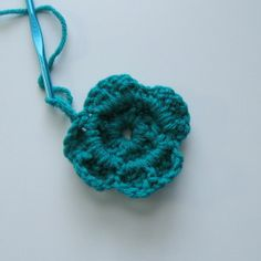 I needed to work up a headwrap super fast and couldn't find an easy basic pattern so I've decided to type up my own! I just recently worked up this flower and thought … Easy Crochet Headbands, Easy Crochet Stitches, Crochet Basics, Free Crochet, Crochet Hats, Half Double Crochet, Single Crochet, Bandanas, Yarn Projects