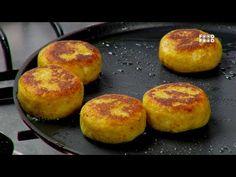 Today we will make Ragada Patties recipe.How to Make Ragada Patties step by step recipe. Watch my Ragada Patties recipe video. Tasty Potato Recipes, Snack Recipes, Cooking Recipes, Vegetarian Recipes, Indian Fast Food, Indian Food Recipes, Indian Snacks, Ragda Patties Recipe, Baked Samosa