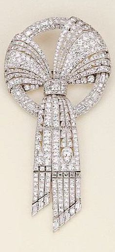 Art Deco platinum and diamond bow brooch, by Harvey & Gore London. Art Deco Jewelry, Bling Jewelry, Jewelry Design, Zipper Jewelry, Cameo Jewelry, Jewelry Crafts, Diamond Bows, Diamond Brooch, Diamond Art
