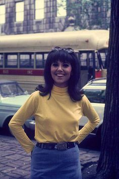 """1967 Marlo Thomas between takes on """"That Girl"""" New York City Street Photo Art Zelin/Getty Images"""