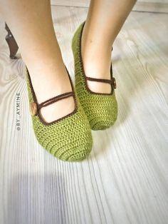 Crochet Man Slippers Christmas gift man slippers Home shoes Easy Crochet Slippers, Baby Slippers, Slipper Socks, Womens Slippers, Crochet Men, Christmas Gifts For Men, Crochet Designs, Crochet Ideas, Mary Janes