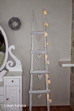 Liisan kotona: DIY Heinäseipäistä sisustustikkaat Deco Nature, Household Items, Rustic Farmhouse, Home And Living, Ladder Decor, Diy And Crafts, Interior Decorating, Sweet Home, Shabby Chic