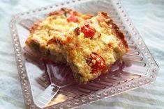 Kulinaari-ruokablogi: Pellillinen mehevää tonnikala-katkarapu-fetapiirak... Skagen, Cheddar, Lasagna, Quiche, Feta, Cooking, Breakfast, Ethnic Recipes, Kitchen