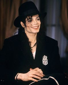 Michael Jackson during an interview in Paris, France, c. Michael Jackson Vivo, Michael Jackson Memes, Michael Jackson Wallpaper, Mike Jackson, Jackson Family, Paris Jackson, Barbara Walters, King Of Music, The Jacksons