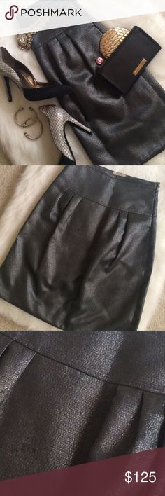 Burberry London Metallic Skirt, Size 4/6 Authentic. Excellent condition--only flaw is some rubbing from the way the skirt was laying on the hanger (see third picture). The skirt was gifted to me from a friend who wore it twice but I can't tell if it has been taken in or not--from the outside it doesn't look like it but the inside has some extra hand stitches by the zipper. Marked as a US size 6 but if it was taken in it may fit a 4. The skirt is highly discounted so you can take it to a…
