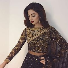 How to Select the Best Modern Saree for You? Dress Indian Style, Indian Dresses, Pakistani Outfits, Indian Outfits, Asian Fashion, Look Fashion, Curvy Fashion, Latest Fashion, Fashion Trends