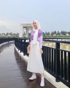 "aini ♡ ✩ ☾ on Instagram: ""Hewwo! 💜  Wearing this beautiful purple pastel tee from @musterd_official"" Modesty Fashion, Hijab Fashion, Fashion Outfits, Casual Hijab Outfit, Hijab Chic, Purple Outfits, Pastel Purple, Mode Hijab, Hijabs"