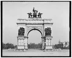 Grand Army Plaza, Brooklyn, New York, in the early 1900s.