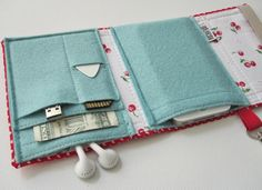 Nerd Herder gadget wallet in Sweetheart for iPod, Android, iPhone, MP3, digital camera, smartphone, guitar picks. $29.00, via Etsy.