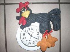 Relógio de parede com galinha de tecido