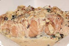 Préparation : 15 min Cuisson : 25 min Pour 4 personnes : -4 filets de saumon (bio) -2 grosses échalotes -20 cl de crème -1 cuillère à café bombée de fond de veau -3 cuillères à soupe d'amandes effilées -1 cuillère à soupe d'huile d'olive -persil plat...