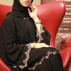 No photo description available. Burqa Fashion, Muslim Fashion, Pakistani Fashion Party Wear, Pakistani Dress Design, African Fashion Dresses, Fashion Outfits, Modest Fashion, Modern Abaya, Hijab Fashionista
