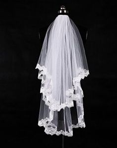 Wedtrend Women's 1 Tier Applique Edge Wedding Veil with Comb