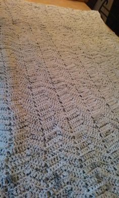 Grey & white king size cotton yarn alternating ripple stitch