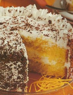 Bolo de Laranja Recheado Portuguese Desserts, Portuguese Recipes, Portuguese Food, Baking Recipes, Cake Recipes, Dessert Recipes, Other Recipes, Sweet Recipes, Easy Cake Decorating