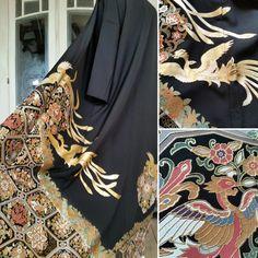 Etsy のEinzigartig Kimono Mantel im Schwarz mit goldenen prächtigen Phoenix / Handgefertigt Kimono robe / Kimono Gown coat / Schwarz und gold(ショップ名:TodaysCoordinate)