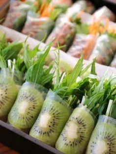 サラダや前菜として楽しめる、キウイの生春巻き。簡単で見栄えもいいのでパーティなどにも最適ですね。