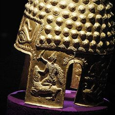 Dacian Ceremonial Helmet European Tribes, European Languages, Alexandre Le Grand, Ancient Armor, Family Trees, Fantasy Paintings, Hair Ornaments, Ancient Civilizations, Antiquities