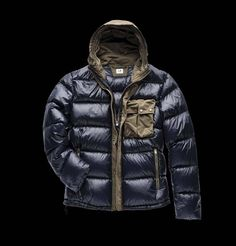 Nylon Goggle down Jacket made with 90/10 direct feather injection with a special color enhancing dye and anti-drop treatment. A warm, soft and innovative jacket thanks to its Goggle hood and microfiber chest pocket.