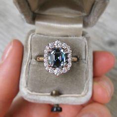 Wedding Rings Simple, Wedding Rings Solitaire, Halo Engagement Rings, Engagement Ring Settings, Bridal Rings, Vintage Engagement Rings, Unique Rings, Vintage Rings, Halo Rings