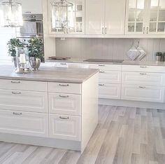 45 Fabulous Luxury White Kitchen Design Ideas For Dream Homes - More often than not, you would choose a white kitchen renovation if you are a person who yearns for spotless and sleek design for your home space. Home Decor Kitchen, New Kitchen, Interior Design Living Room, Home Kitchens, Kitchen Ideas, Awesome Kitchen, White Kitchens Ideas, Crisp Kitchen, Kitchen Size