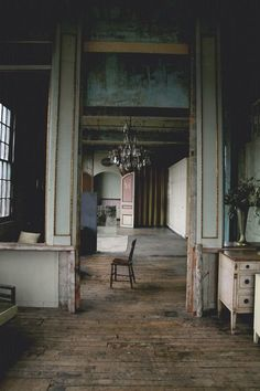moody teal walls and rustic home Old Buildings, Abandoned Buildings, Abandoned Places, Wabi Sabi, Interior And Exterior, Interior Design, Mansion Interior, Interior Architecture, Shabby
