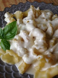 Homemade Alfredo Pasta Sauce: rich, creamy, and super simple! Alfredo Sauce Recipe Easy, Pasta With Alfredo Sauce, Low Fat Cream Cheese, Homemade Alfredo, Dinner Dishes, Main Dishes, Pasta Dishes, Side Dishes, Good Healthy Recipes