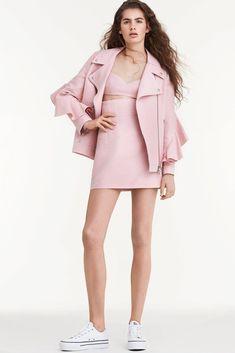 Sara Battaglia Spring 2018 Ready-to-Wear Fashion Show Collection Fashion Week, Runway Fashion, Winter Fashion, Fashion Trends, Antonio Berardi, Laura Biagiotti, Pink Gingham, Vogue Russia, Fashion Show Collection