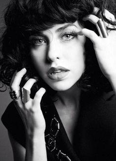 Kimbra,,, she's so gorgeous