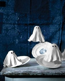 Jumbo and mini cupcakes, held together by marshmallows, are cloaked with fondant to create deliciously creepy ghosts.