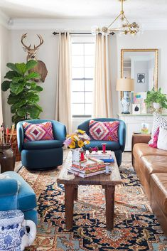 Artist Elaine Burge's Eclectic Georgia Home – Whitney Durham Interiors – Decoration ideas Small Living Room Design, Colourful Living Room, Eclectic Living Room, Boho Living Room, Small Living Rooms, Eclectic Decor, Living Room Designs, Bohemian Living, Georgia Homes