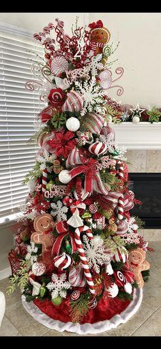 Gingerbread Christmas Tree, Christmas Candy, Christmas Trees, Elf On The Shelf, Peppermint, Holiday Decor, Home Decor, Xmas Trees, Mint