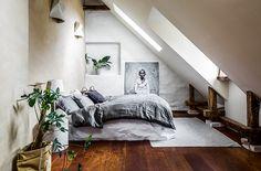 Carl Larsson hade under sin levnadstid en ateljé mitt i centrala Stockholm. Nyligen såldes vindsvåningen som i dag är nyrenoverad och går i snygga, miljövänliga material – kika in!