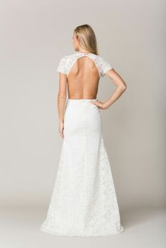 Orleans in lace - the back. Absolute eyecatcher! Just imagine the photos ♡♡ #sarahseven