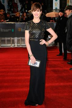 The BAFTAs 2013-Anne Hathaway de Burberry
