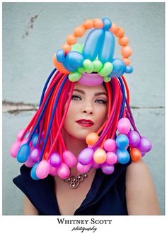 love the balloon hair! Crazy Hat Day, Crazy Hats, Balloon Dress, The Balloon, Sculpture Ballon, Baloon Art, Twisting Balloons, Balloon Modelling, Balloon Animals