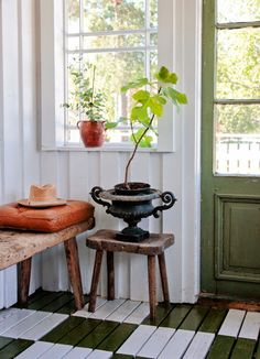 Wooden tiles:nice idea for the mudroom Vintage House: ETT HÖRN