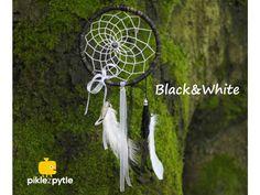 Lapač snů . Kreativní sada pro DIY výrobu lapače snů. Dream Catcher, Sad, Black And White, Home Decor, Dreamcatchers, Decoration Home, Black N White, Room Decor, Black White