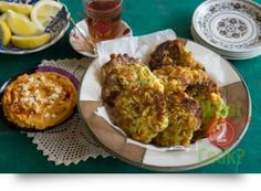 Zucchini and Chick Pea Fritters with Sweet Potato, Garlic and Feta Hummus: Whip up these delicious fritters in no time at all and have the family just love your culinary skills. It will get the kids to eat those secret vegetables! Healthy Snacks, Healthy Eating, Healthy Recipes, Clean Eating, Clean Recipes, Snack Recipes, Pea Fritters, Midweek Meals, Middle Eastern Recipes