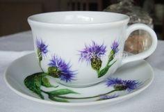 Ręcznie malowana filiżanka w chabry górskie / Hand painted cup with cornflowers (Centaurea montana)