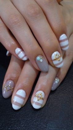 Japanese Nail Art has grown into a very popular scene. Clean Nails, Fancy Nails, Love Nails, Gorgeous Nails, How To Do Nails, Pretty Nails, My Nails, Nail Bling, Nail Art Designs