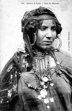 Africa, Nomad woman. Algeria. Post stamped 1912. Scanned vintage postcard; collection Déale, P. S.